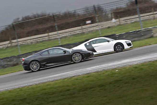 Ambos autos se sienten como en casa en la pista, pero su atractivo difiere