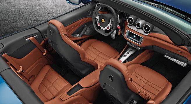 El interior presenta nuevas vestiduras y un sistema multimedia mejorado