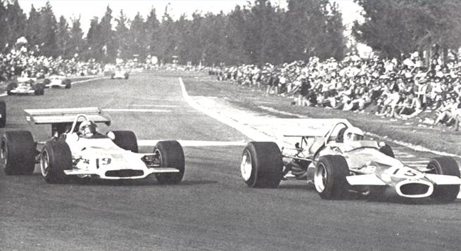 1970 En el GP de México el australiano mantuvo a raya al astro local Pedro Rodríguez, de BRM