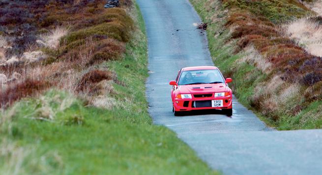 En esas carreteras, el tamaño y la agilidad del auto son activos bienvenidos