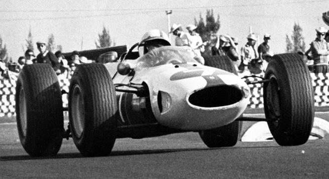 El Ferrari 158 de Surtees siempre estuvo en la pelea