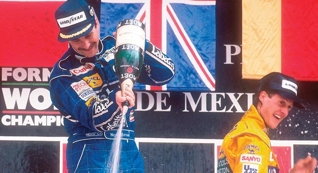 Mansell baña de champaña a Riccardo; Schumacher inicia su relación con el espumoso