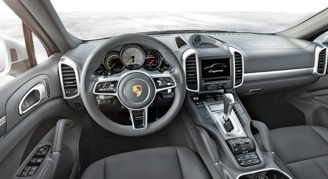 El nuevo volante multifuncional tiene paletas inspiradas en el 918