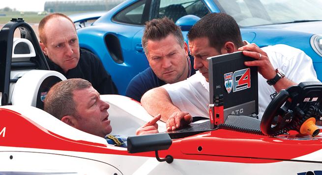 La telemetría le dice a Steve justo dónde el F4 deja atrás al 911