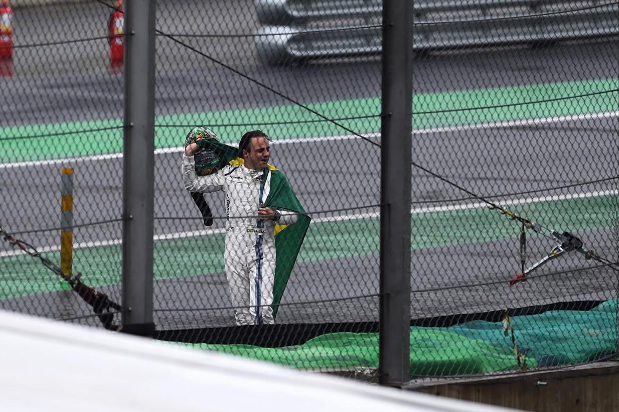 Felipe Massa (BRA) Williams FW38 retirado. G.P. de Brasil, Autódromo José Carlos Pace, Barrio de Interlagos, suburbios de Sao Paulo, Brasil. Vigésima prueba del mundial, domingo 13, noviembre, 2016.