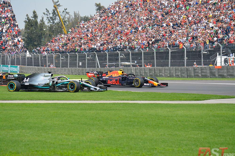 Incidente entre Lewis Hamilton (Mercedes AMG) y Max Verstappen (Red Bull Racing) en el arranque del Gran Premio mexicano (FOTO: Carlos A. Jalife Ruz)
