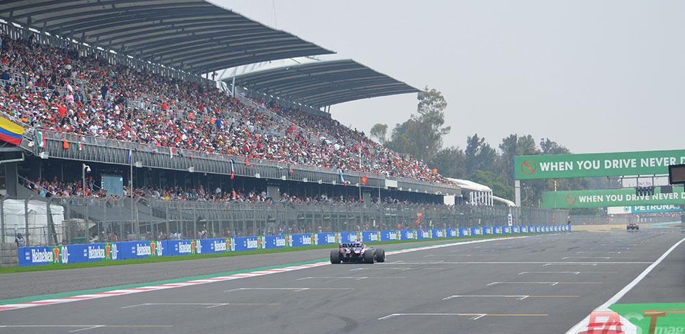 Un auto de Racing Point atraviesa la recta principal (FOTO: Omar Jalife Ruz)