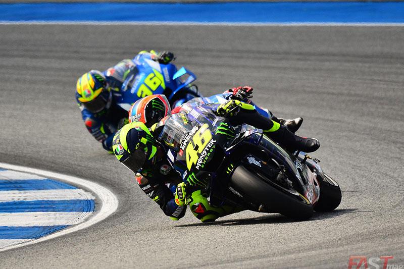 Valentino Rossi (Yamaha MotoGP) y Joan Mir (Suzuki Team) durante el GP tailandés del MotoGP (FOTO: Luis Ugarte)