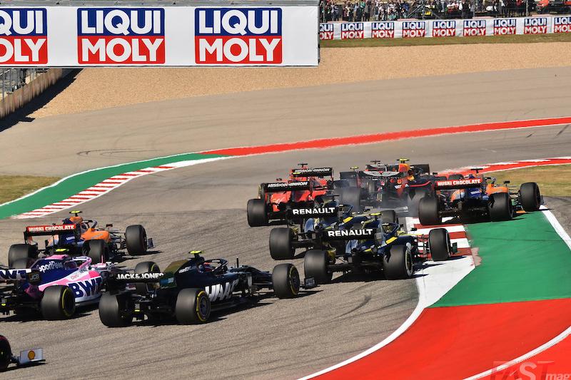 Contacto entre Alexander Albon (Red Bull Racing) y Carlos Sainz II (McLaren) durante el lnicio del Gran Premio de Estados Unidos 2019 (FOTO: Luis Felipe Ugarte)