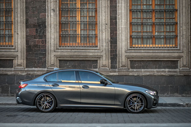 BMW 330i centro