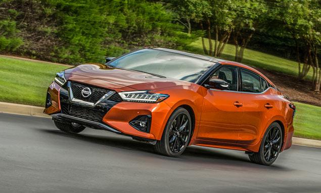 Nissan Maxima tres cuartos