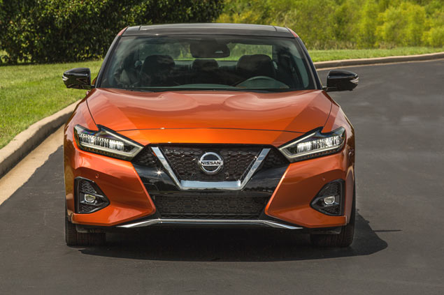 Nissan Maxima frente