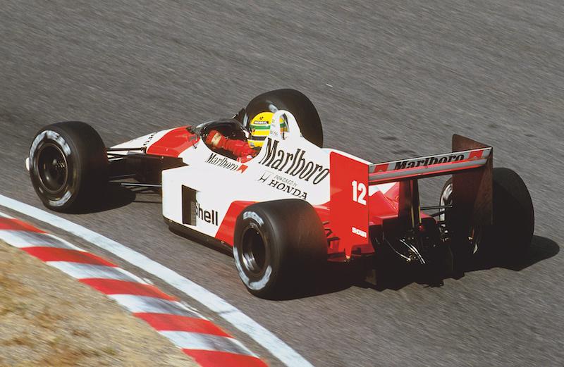Curveando en Suzuka rumbo al primer título en 1988.