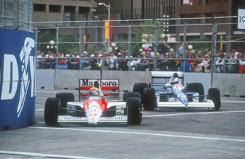 Peleando la punta en Phoenix con Alesi en 1990.