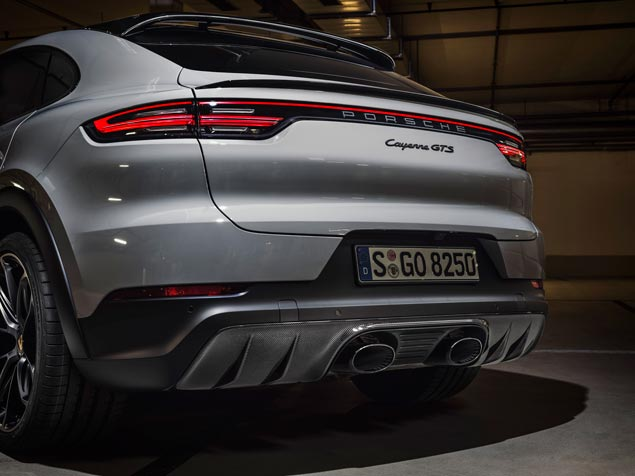 Porsche Cayenne GTS escape