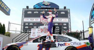 Denny Hamlin ganó en Dover (FOTO: Jared C. Tilton/NASCAR Media)