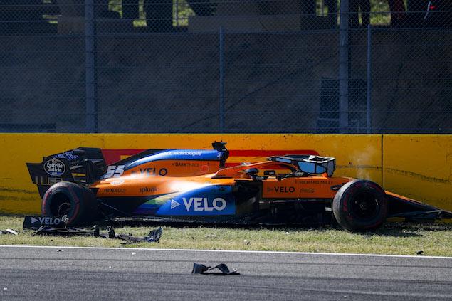 Carlos Sainz en el accidente del reinicio del GP de Toscana (FOTO: McLaren Media Centre)