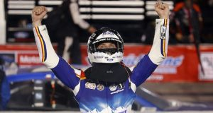 Harvick gana en Darlington (FOTO: NASCAR)