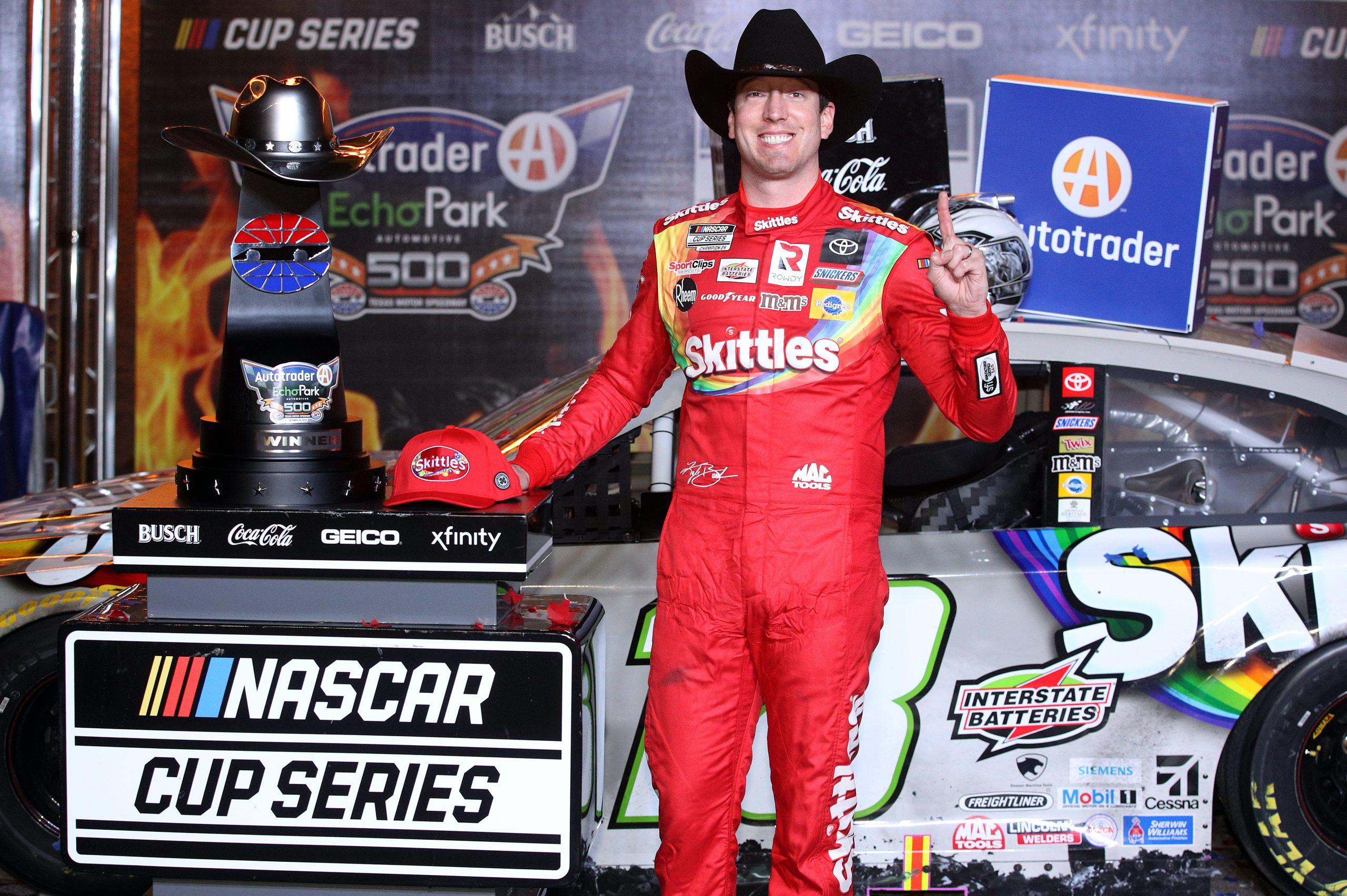 Kyle Busch gana en Texas (FOTO: Chris Graythen/NASCAR Media)