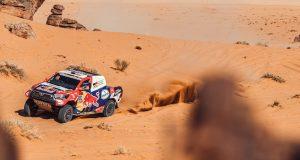 Nasser Al-Attiyah se agenció su quinta victoria de etapa en el Rally Dakar 2021 (FOTO: Toyota)
