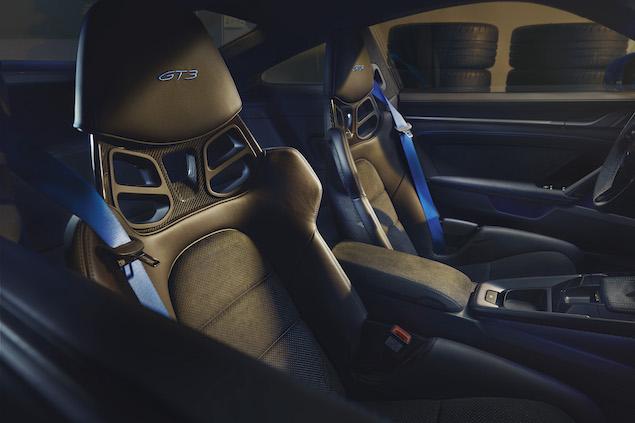 El interior mantiene la línea de los modelos de la generación actual (FOTO: Porsche)