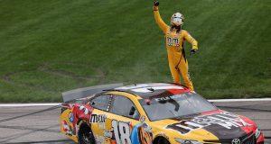 Kyle Busch se queda con Kansas; Daniel finaliza 11º (FOTO: James Gilbert/NASCAR)
