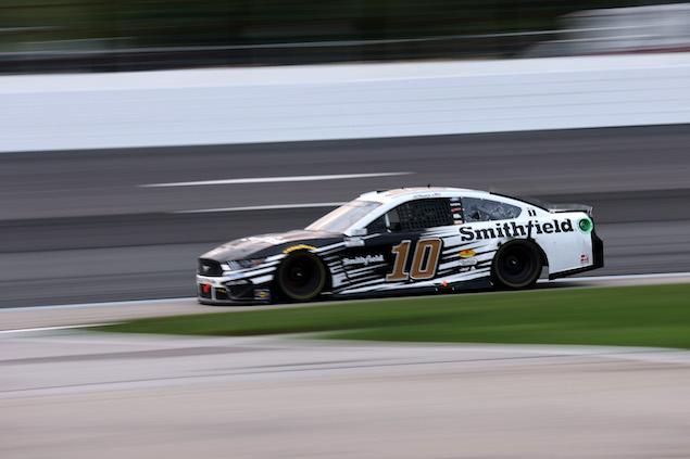 Almirola gana en Loudon (FOTO: James Gilbert/NASCAR Media)