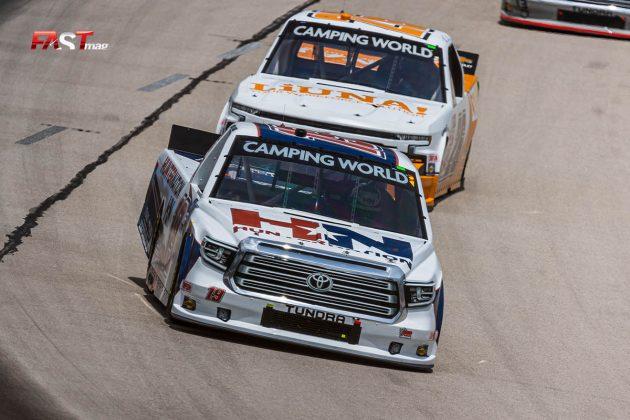 Derek Kraus (No. 19 McAnally-Hilgemann Racing) durante el SpeedyCash.com 220 de Camionetas de NASCAR en Texas Motor Speedway (FOTO: Arturo Vega para FASTMag)