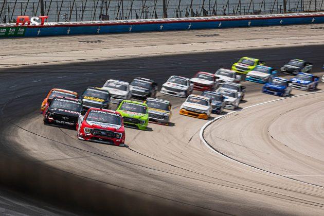 Arranque del SpeedyCash.com 220 de Camionetas de NASCAR en Texas Motor Speedway (FOTO: Arturo Vega para FASTMag)