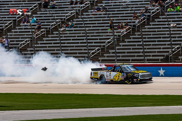 John Hunter Nemechek (No. 4 Kyle Busch Motorsports), ganador del SpeedyCash.com 220 de Camionetas de NASCAR en Texas Motor Speedway (FOTO: Arturo Vega para FASTMag)