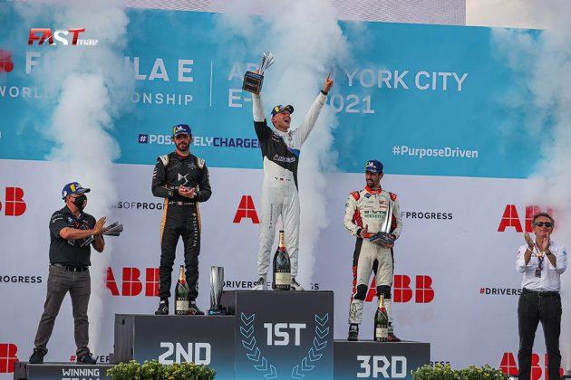 Max Guenther (BMW i Andretti), Jean-Eric Vergne (DS TECHEETAH) y Lucas di Grassi (Audi), integrantes del podio de la Carrera 1 del ePrix de Nueva York (FOTO: Arturo Vega para FASTMag)