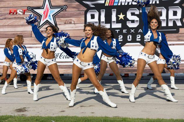 Las animadoras de los Vaqueros de Dallas de NFL durante el fin de semana de acción de NASCAR en Texas Motor Speedway (FOTO: Arturo Vega para FASTMag)