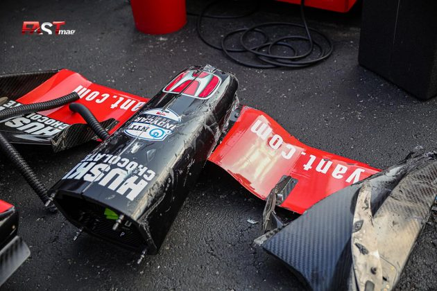 Restos del alerón delantero de Marcus Ericsson, piloto del No. 8 de Chip Ganassi Racing, en el arranque del Music City Grand Prix de la IndyCar en las calles de Nashville (FOTO: Arturo Vega para FASTMag)