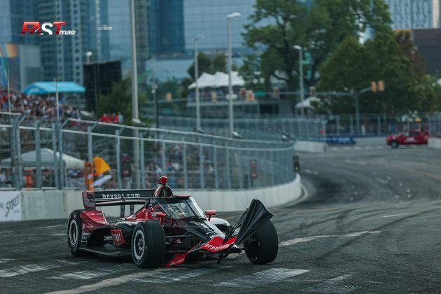 Marcus Ericsson, piloto del No. 8 de Chip Ganassi Racing, con daños en su alerón delantero en el arranque del Music City Grand Prix de la IndyCar en las calles de Nashville (FOTO: Arturo Vega para FASTMag)