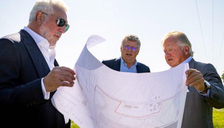 Lawrence Stroll, Otmar Szafnauer y Lord Bamford (FOTO: Aston Martin F1)