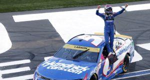 Larson ganó en el ROVAL de Charlotte (FOTO: Brian Lawdermilk/NASCAR Media)